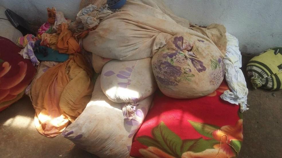 Terra era escondida em sacos improvisados no presídio de Cacoal, RO (Foto: Fabiano Cardoso/Reprodução)