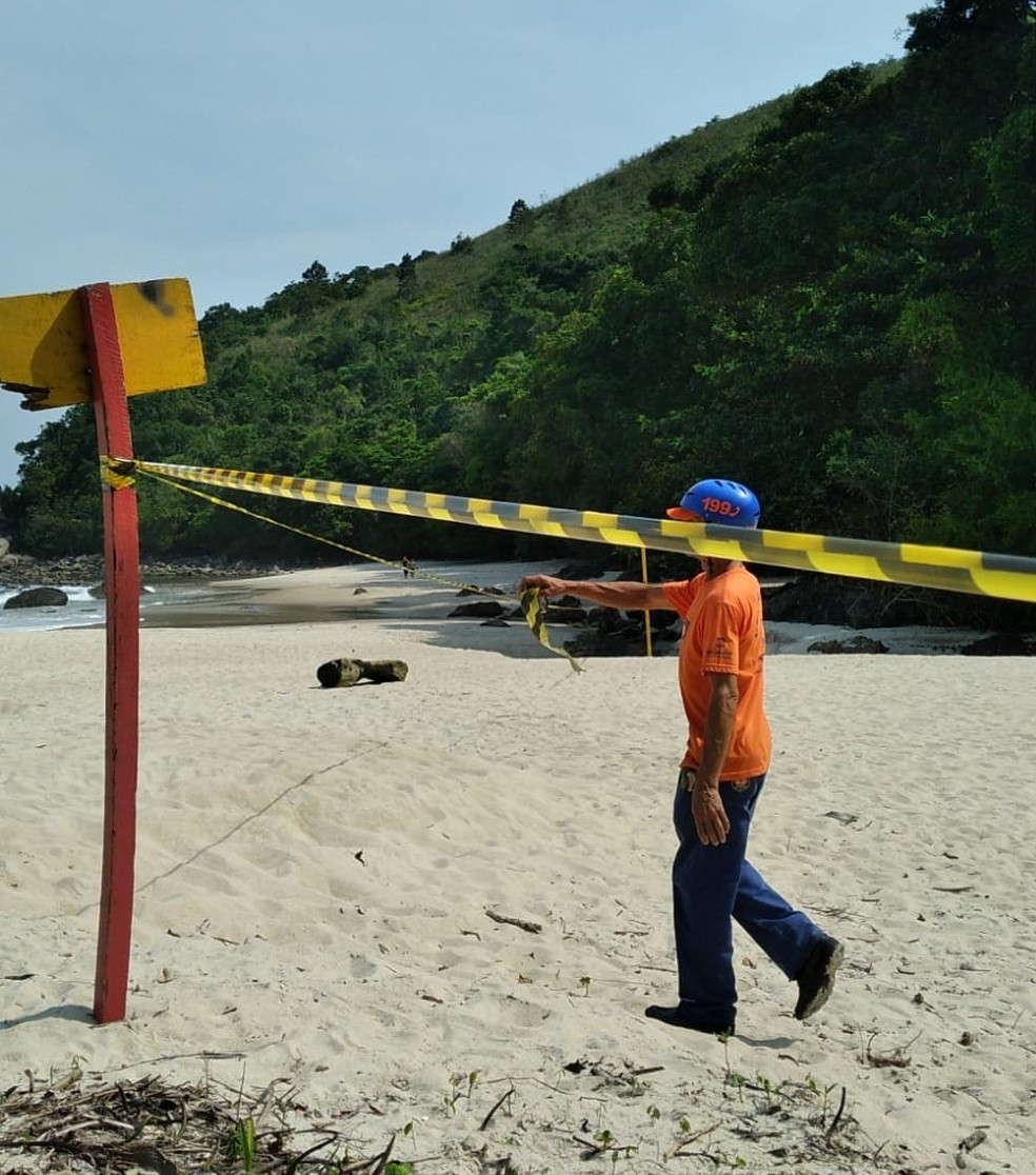 Praia de Maresias é parcialmente interditada após vazamento de diesel em acidente em São Sebastião — Foto: Divulgação/ Prefeitura de São Sebastião