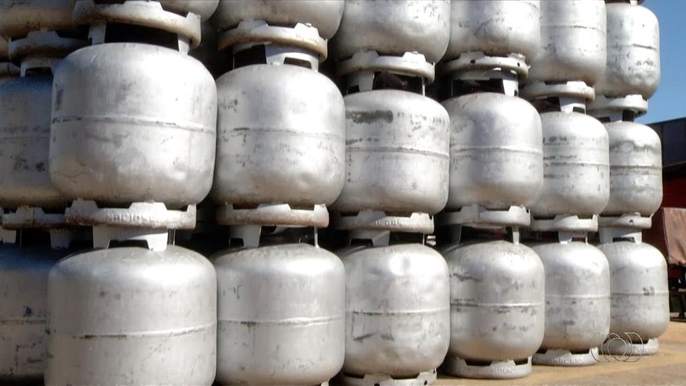 Preço do gás de cozinha deve sofrer nova alteração — Foto: TV Anhanguera/Reprodução