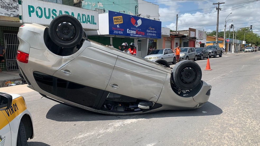 Acidente aconteceu em frente ao Hospital Deoclécio Marques, em Parnamirim — Foto: Carlos Dhaniel/Inter TV Cabugi