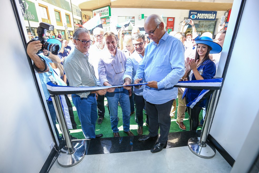 Presidente Romildo Bolzan participou da inauguração — Foto: Lucas Uebel/Divulgação Grêmio