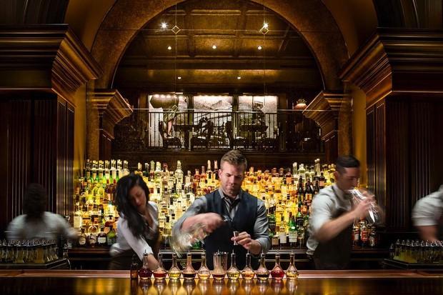 Sua nova visão dos clássicos, inspirados nas tabernas de Nova York, diferencia o The NoMad de outros hotéis de bares ao redor do planeta (Foto: reprodução instagram (@thenomadhotel)