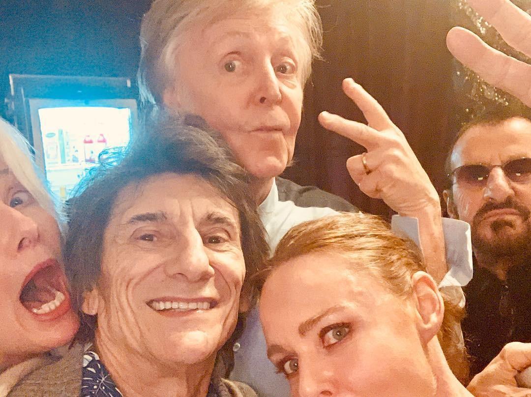 Da esq. p/ dir.: Emma Thompson, Ron Wood, Paul e Stella McCartney e Ringo Starr (Foto: Reprodução/Instagram @stellamccartney)