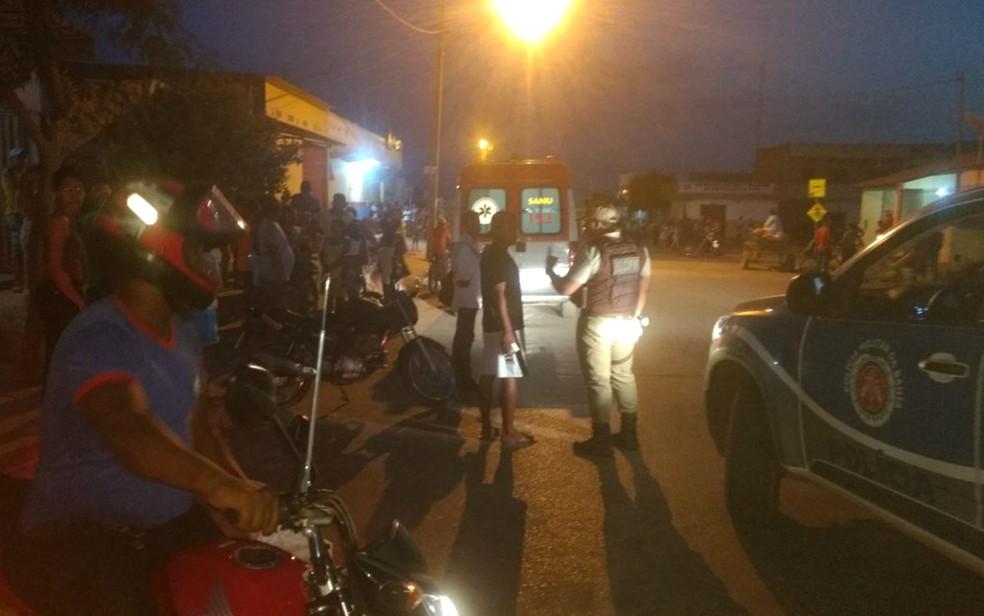 Mulher e filçha são baleadas em tentativa de assalto a mercado (Foto: Elvis Araújo/Blog Braga)
