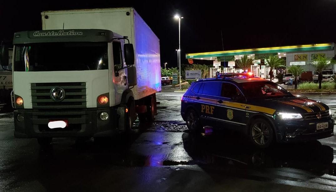 Dez suspeitos de integrar quadrilha de roubo a cargas são detidos na BR-365 em Ituiutaba