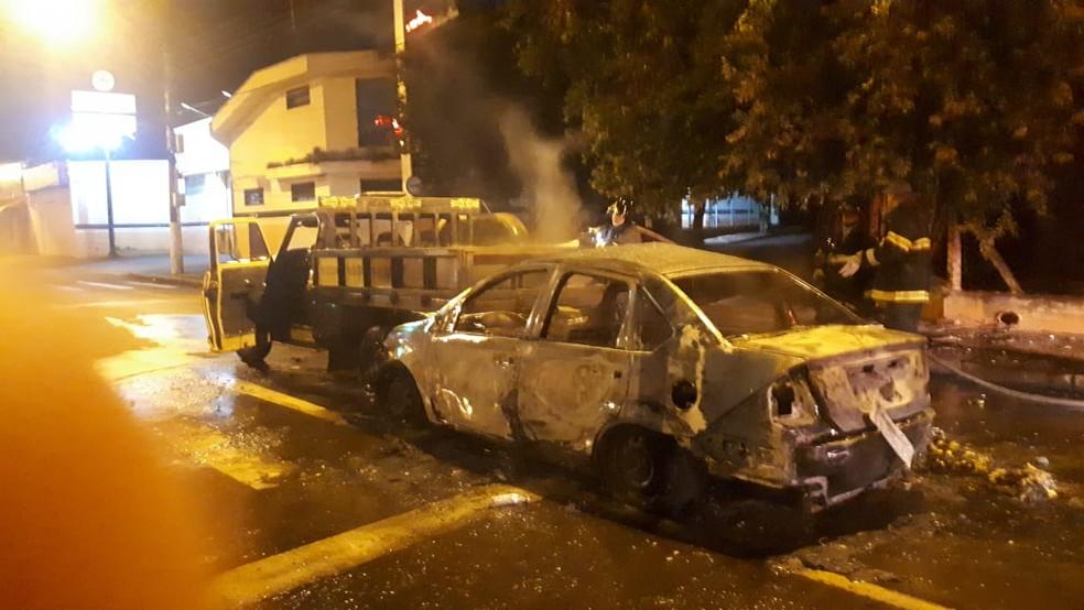 Carro de cantor sertanejo pegou fogo após acidente  — Foto: Divulgação/Informa Mais