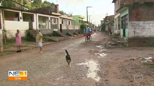 Um dia depois de enchente em Barreiros, moradores voltam para casa