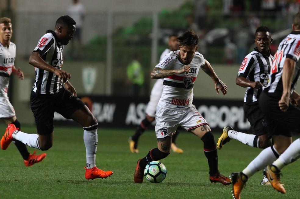 Jonatan Gomez não foi bem contra o Galo (Foto: Rubens Chiri / saopaulofc.net)