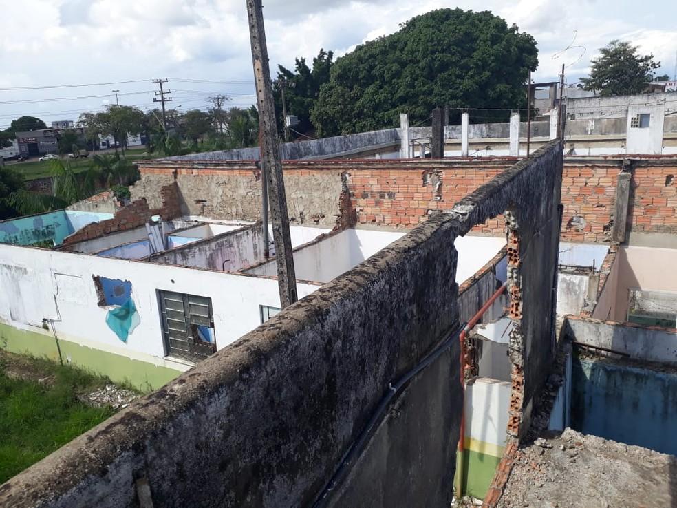Demora na demolição de antigo presídio gera insegurança na Casa do Albergado em Ariquemes (Foto: Jeferson Carlos/G1)