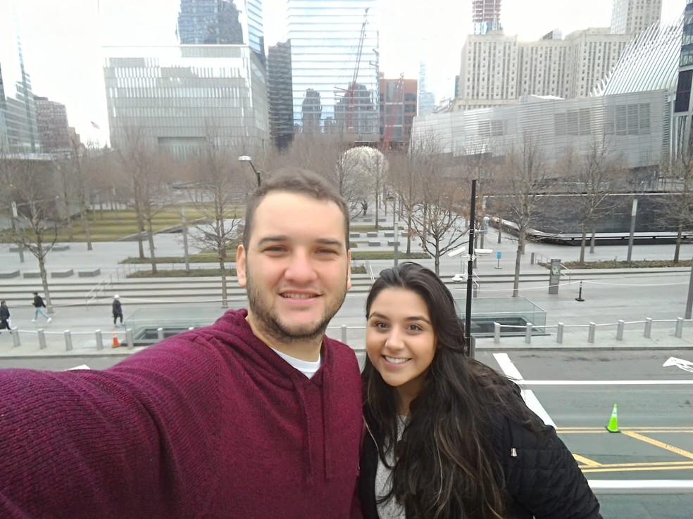 Jamilli e Rafael, que estão em Nova Jersey (EUA), já tiveram três voos cancelados  — Foto: Arquivo Pessoal