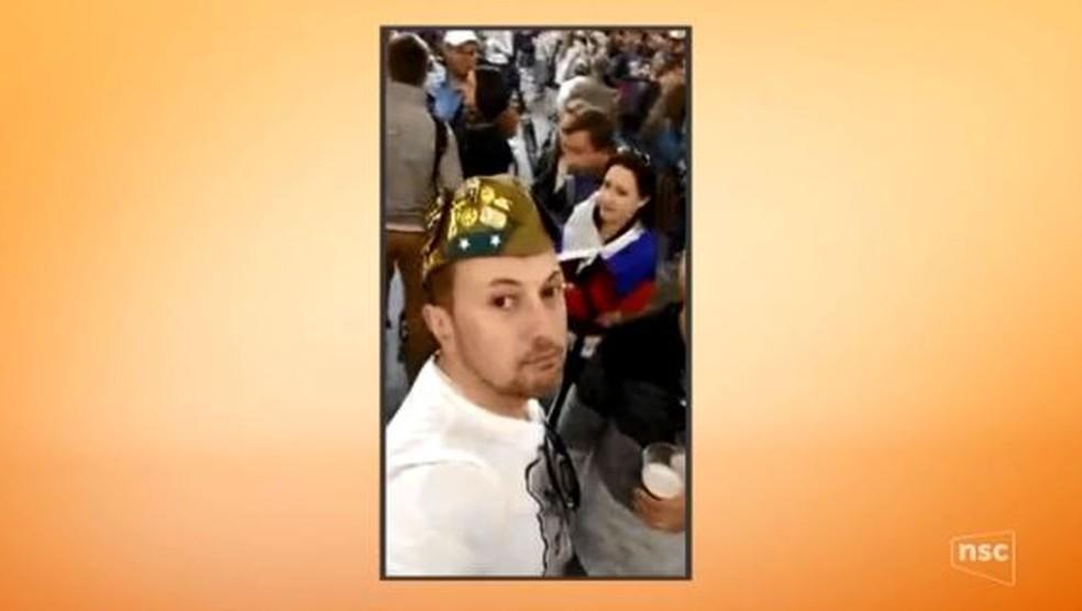 Policial militar Eduardo Nunes aparece em vídeo gravado na Rússia (Foto: Reprodução/ NSC TV)
