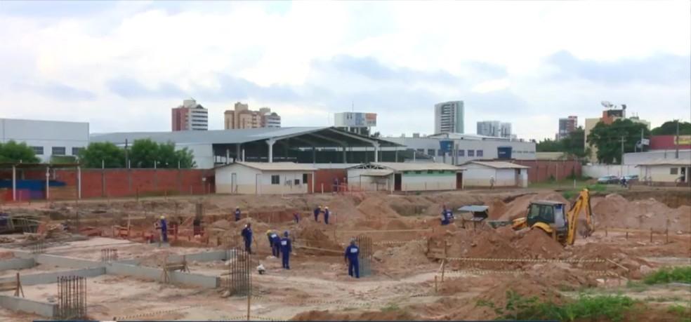 Construção do Centro Materno Infantil, que vai substituir a Maternidade Evangelina Rosa — Foto: Reprodução/TV Clube