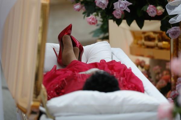 O corpo da cantora Aretha Franklin (1942-2018) no funeral realizado em Detroit (Foto: Getty Images)