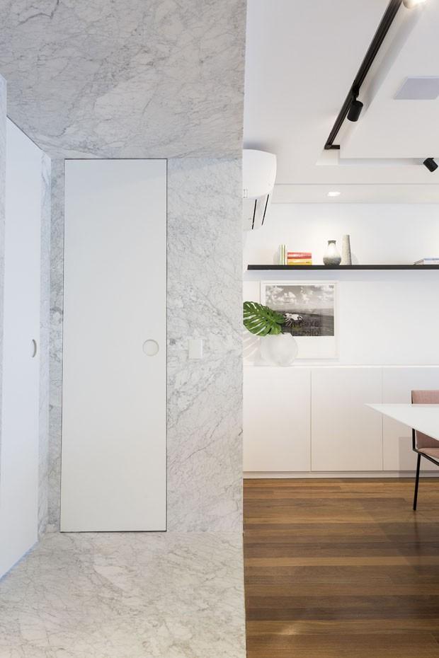 Decoração com cores neutras atualiza apartamento de 230 m² em SP (Foto: Divulgação)