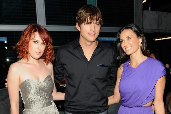 Rumer Willis, Ashton Kutcher e Demi Moore em foto de 2009 (Foto: Getty Images)