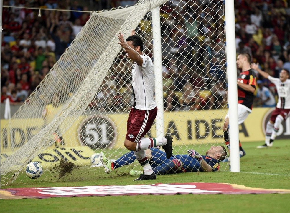 Fred celebra gol em Fla-Flu de 2015. Foi a última vitória tricolor sobre o rival no estádio — Foto: André Durão