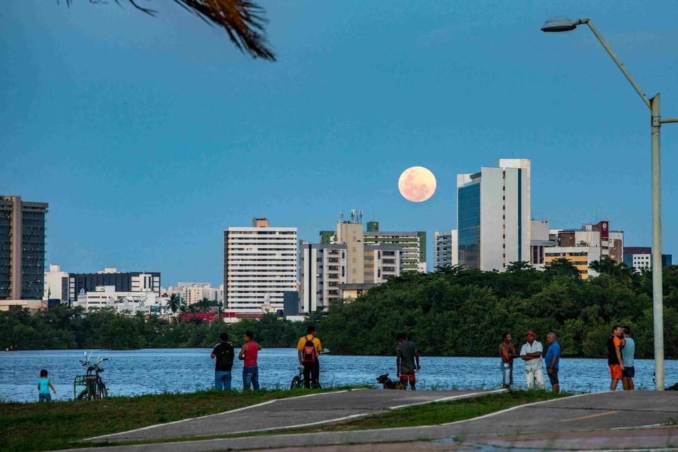 Fotografia Donana e a lua está exposta na mostra virtual sobre a cidade de São Luís — Foto: Divulgação/Ministério Público do Maranhão