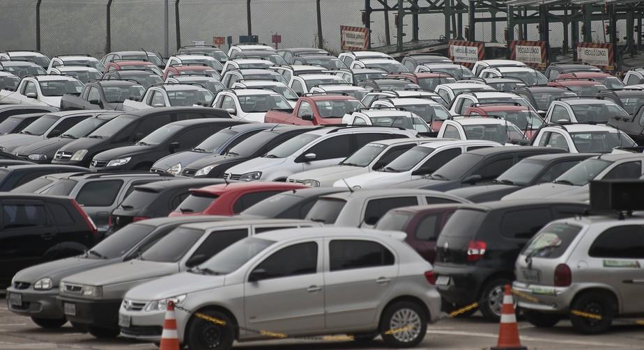 Venda de veículos cai quase 30% em 2020, aponta Fenabrave