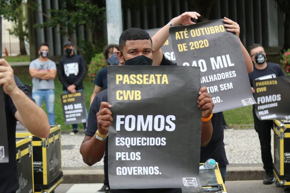 Manifestantes, em Curitiba, dizem que foram esquecidos pelos governos — Foto: Franklin de Freitas/Divulgação