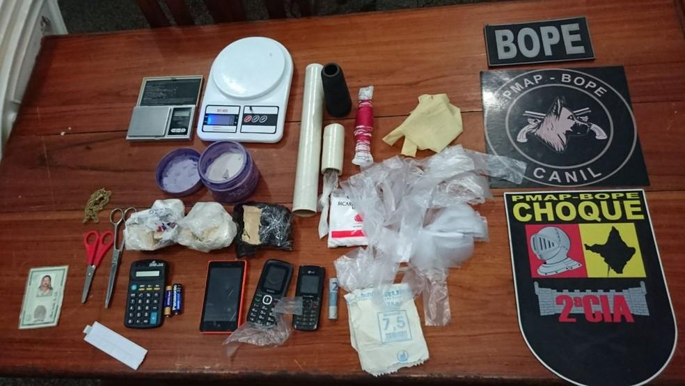 -  Drogas e materiais para embalagem foram apreendidos pelo Bope  Foto: Divulgação/Polícia Militar