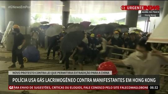 Polícia usa gás lacrimogêneo contra manifestantes em Hong Kong