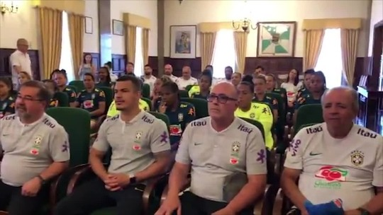 Seleção feminina participa de evento na Câmara Municipal de Portimão antes do treino