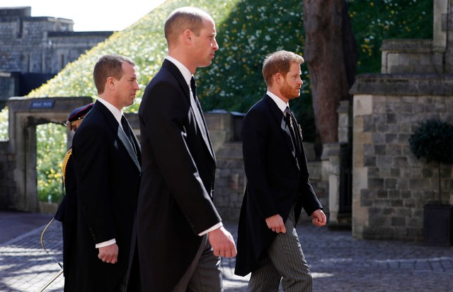 WINDSOR, ENGLAND - APRIL 17: Peter Phillips, Prince William, Duke of Cambridge and  Prince Harry, Duke of Sussex during the Ceremonial Procession during the funeral of Prince Philip, Duke of Edinburgh at Windsor Castle on April 17, 2021 in Windsor, Englan (Foto: Getty Images)
