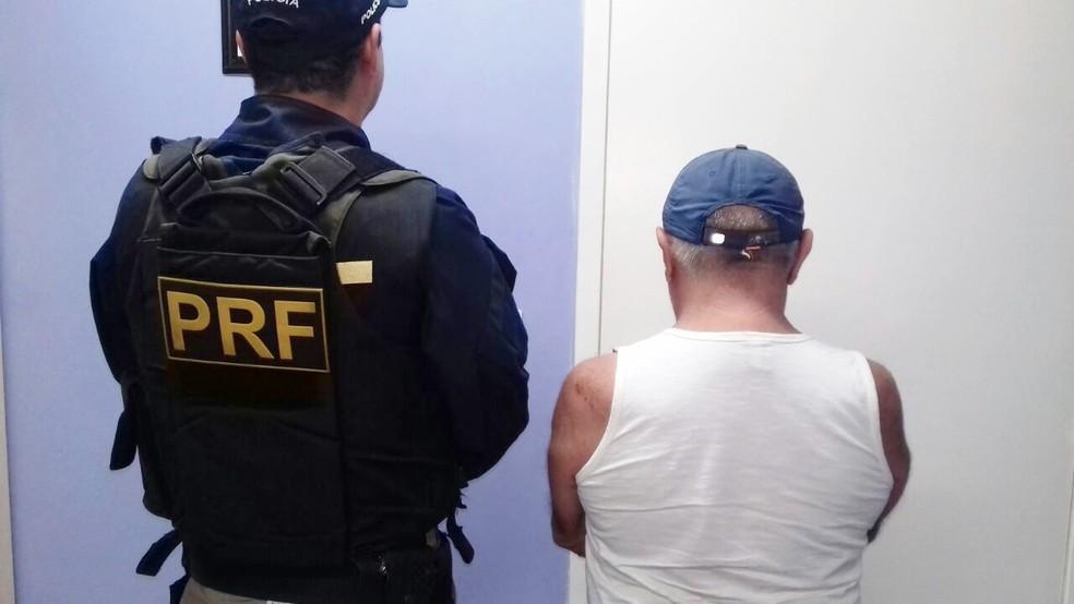 Italiano preso foi levado para a Delegacia de Plantão da Zona Sul de Natal, onde foram tomadas as medidas cabíveis.  (Foto: Divulgação/PRF)