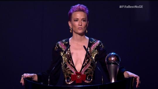 Rapinoe é eleita a melhor jogadora do mundo e pede igualdade