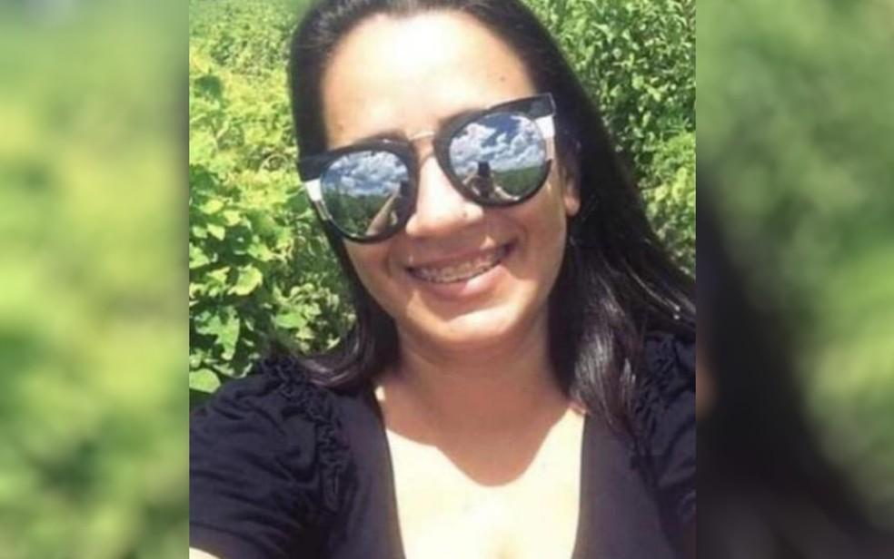 Aila Pinto Cardoso, de 34 anos, foi assassinada a facadas em Anápolis, Goiás — Foto: Arquivo pessoal