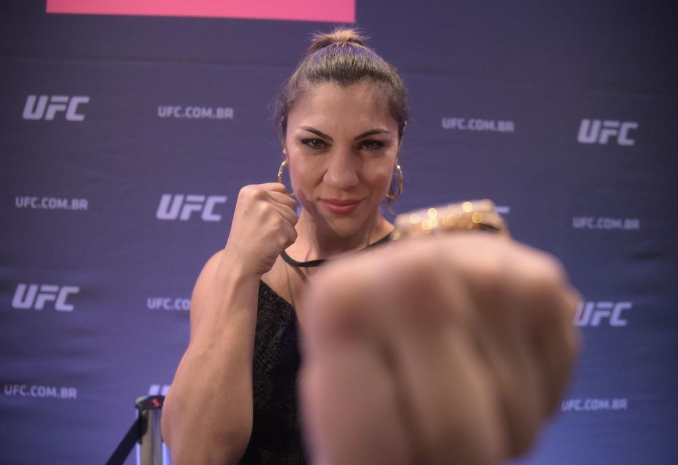 Bethe Correia enfrentará Pannie Kianzad no UFC 250 — Foto: André Durão