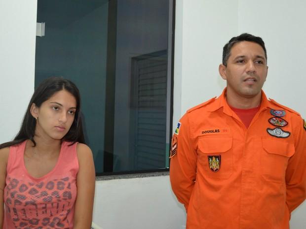 Bombeiro e Herika deram entrevista antes de criança falecer (Foto: Eliete Marques/ G1)