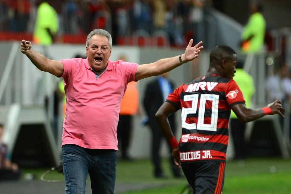 Abel Braga é o nome mais forte para assumir o Flamengo, mas permanência de Dorival não está descartada — Foto: EDU ANDRADE/FATOPRESS/ESTADÃO CONTEÚDO
