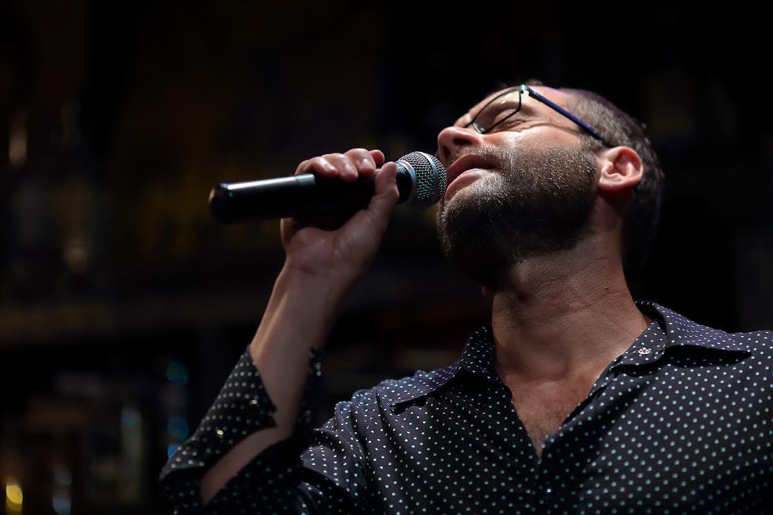 Carlos Navas, cantor de 'Chico e Vinícius para Crianças' (Foto: Victor Soldano)