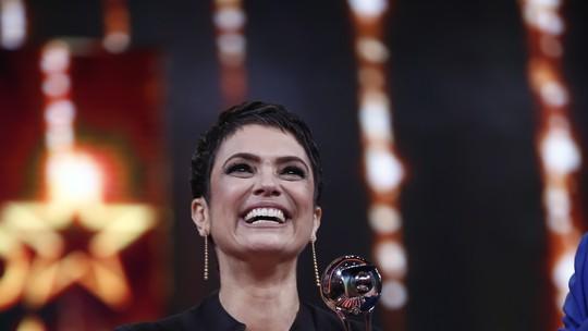Sandra Annenberg ganha prêmio no 'Troféu Domingão' e comenta carinho dos fãs na internet