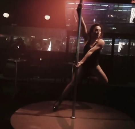 Thaissa Carvalho nos bastidores de 'Filhas de Eva' (Foto: Reprodução)
