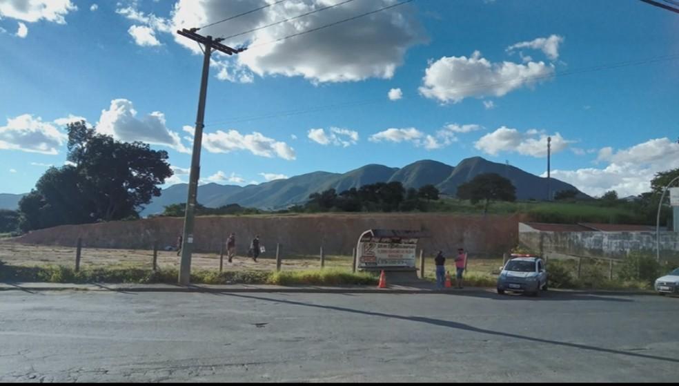 Homem é baleado em ponto de ônibus e morre em Andradas (MG) — Foto: Reprodução/EPTV