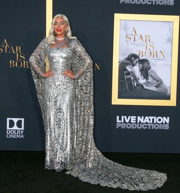 Lady Gaga na estreia de Nasce uma Estrela em Los Angeles (Foto: Backgrid)