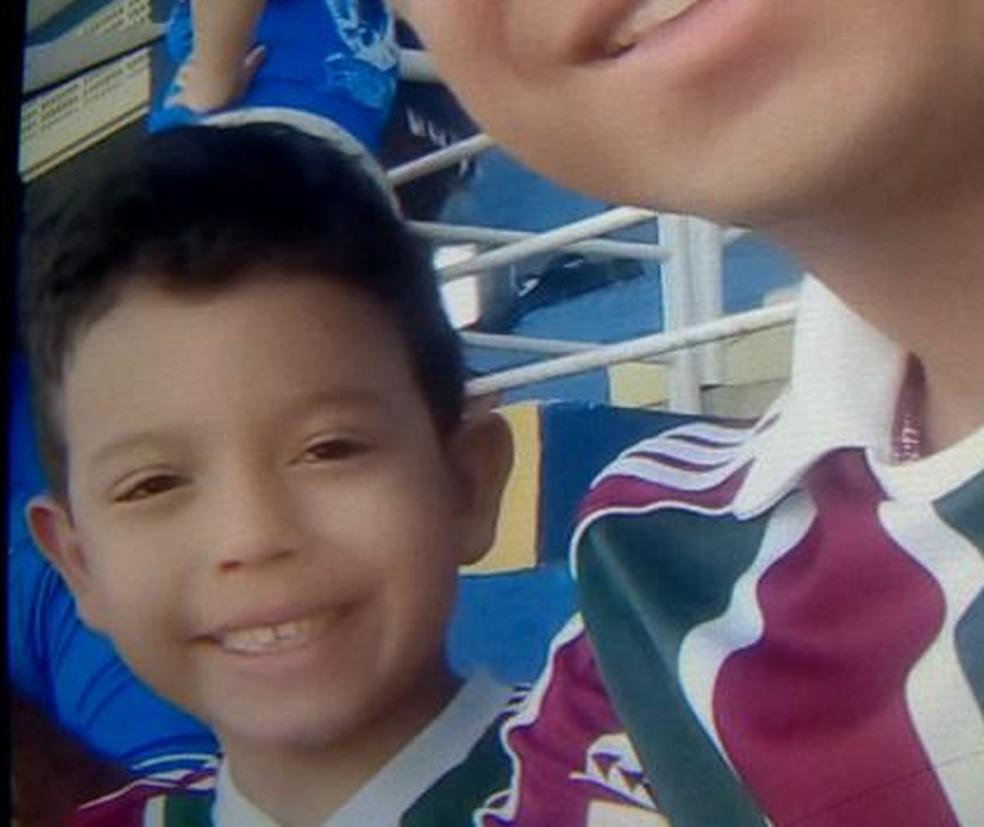 Carlos Enrique tinha 6 anos e brincava em parquinho quando morreu (Foto: Fernando Estevão/ TV Gazeta)