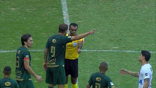 """América-MG reclama de falta em gol do Santos e pede """"atenção especial"""" à CBF com últimas rodadas"""