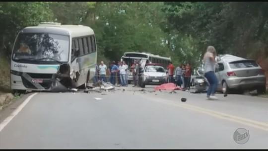Motorista morre após bater carro contra ônibus em Três Corações, MG