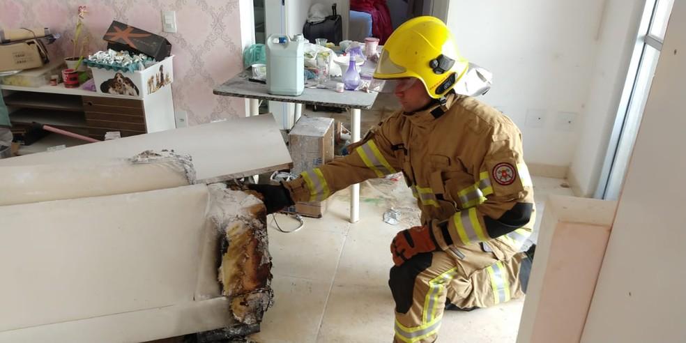 Incêndio em apartamento deixa duas mulheres feridas no DF — Foto: Corpo de Bombeiros/Divulgação
