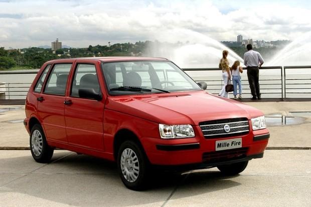 Fiat Uno Mille já pode ser do modelo pré-facelift (Foto: Divulgação)