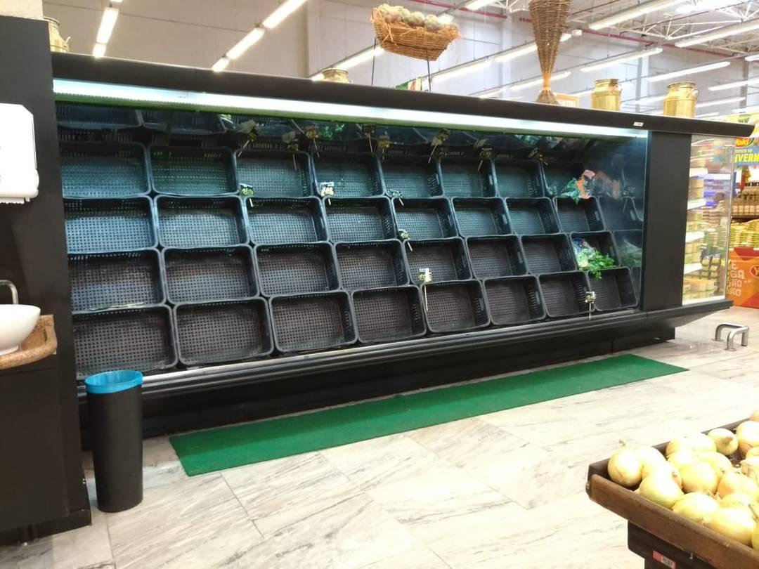 Espaço para hortaliças do GBarbosa em Lauro de Freitas