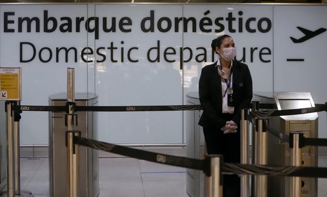 Principal aeroporto do país sofre com a crise