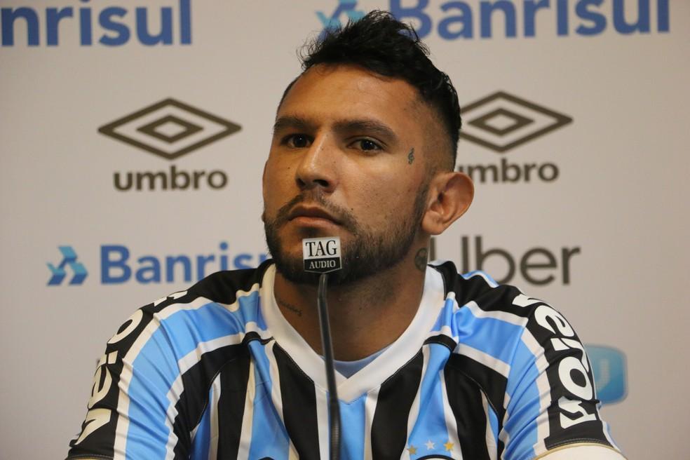 Montoya prefere atuar pelo lado direito do meio campo, mas diz que a decisão é de Renato — Foto: Matheus Beck