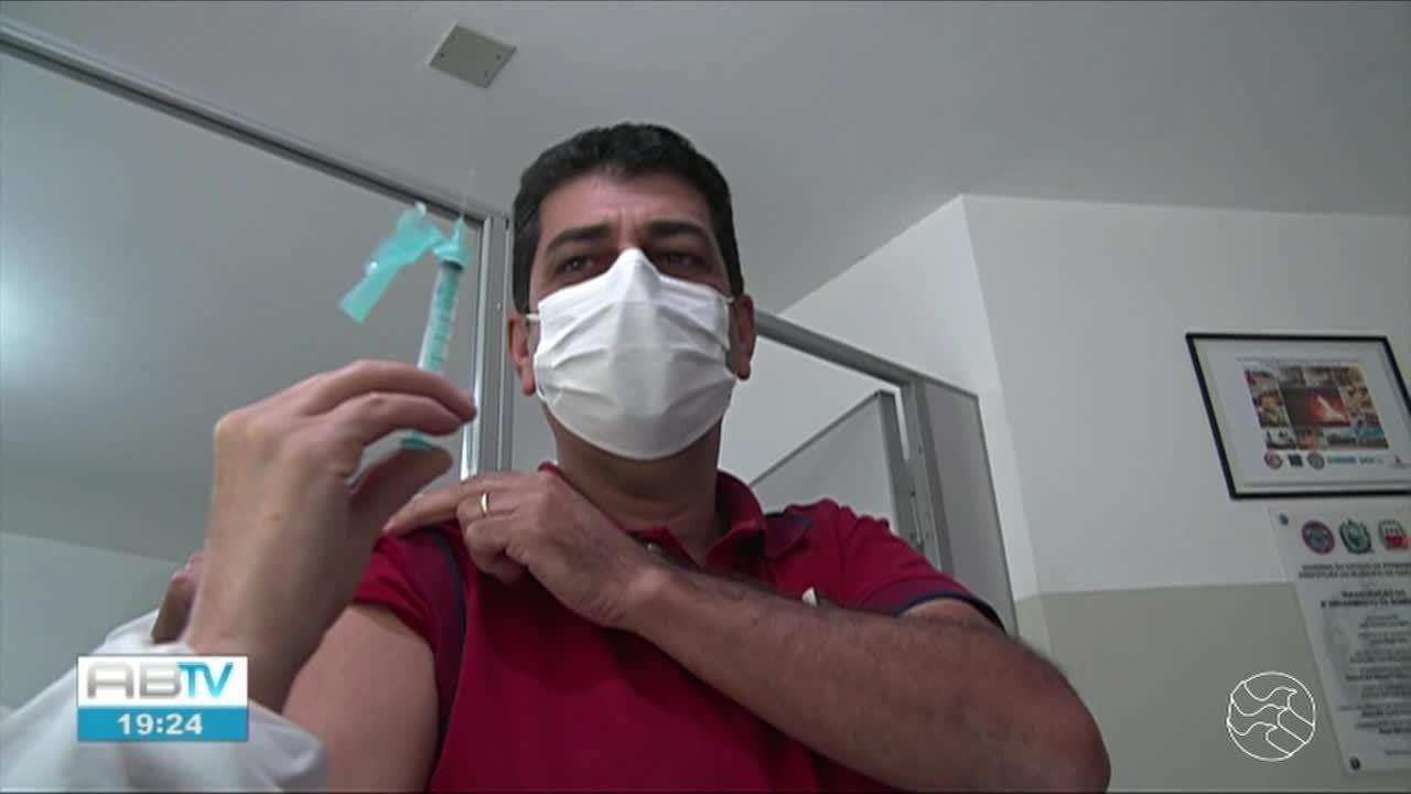 Prefeitura de Garanhuns inicia vacinação contra Covid-19 em bombeiros