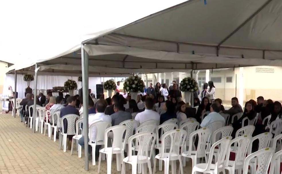 Pátio do presídio virou salão de festas para casamento coletivo na Bahia  — Foto: Reprodução/TV Sudoeste