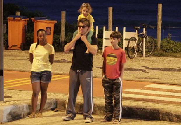 Fábio Assunção com os filhos, João e Ella (Foto: Delson Silva/AgNews)