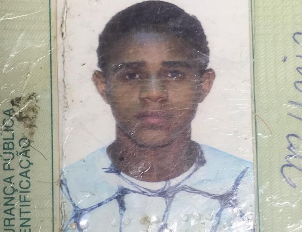 Jovem foi morto a tiros no meio de rua — Foto: Portal Fatos e Notícias/Divulgação